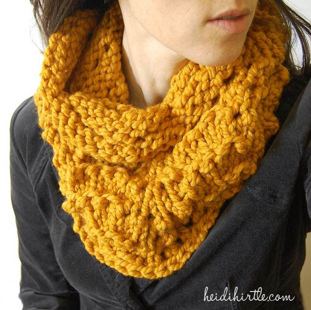 chunky lace cowl free knitting pattern